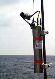 A MAPR is hung on the fiber-optic cable 200 meters above the DSL-120 sonar and lowered to the seafloor for the first time on the cruise.