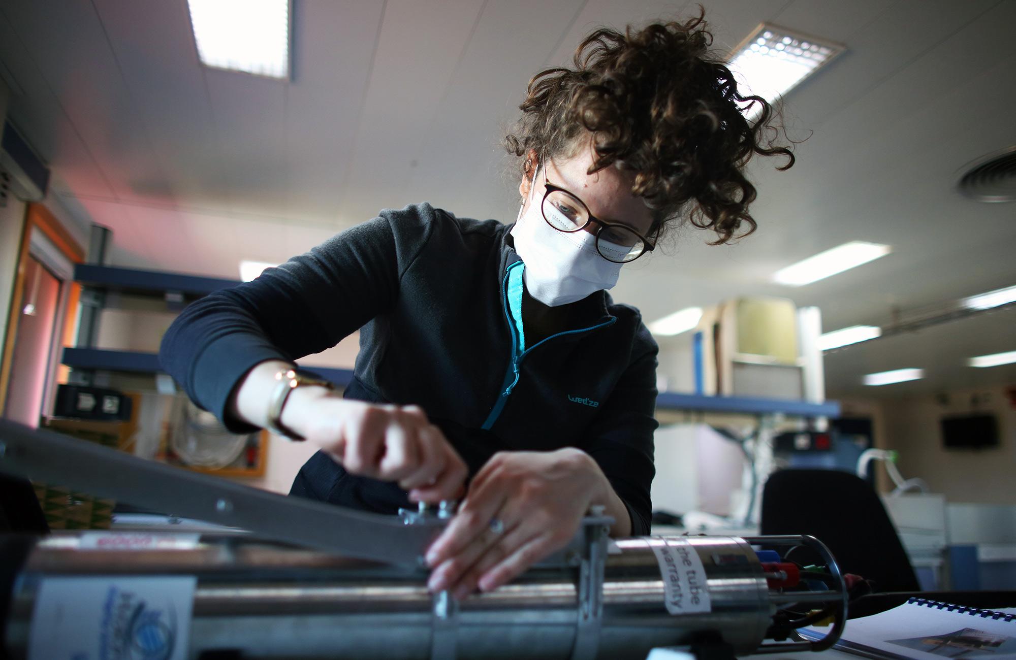 Laetitia Drago assembles an Underwater Vision Profiler in the main lab aboard the R/V Sarmiento de Gamboa.